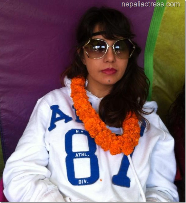 karishma protesting -film artists