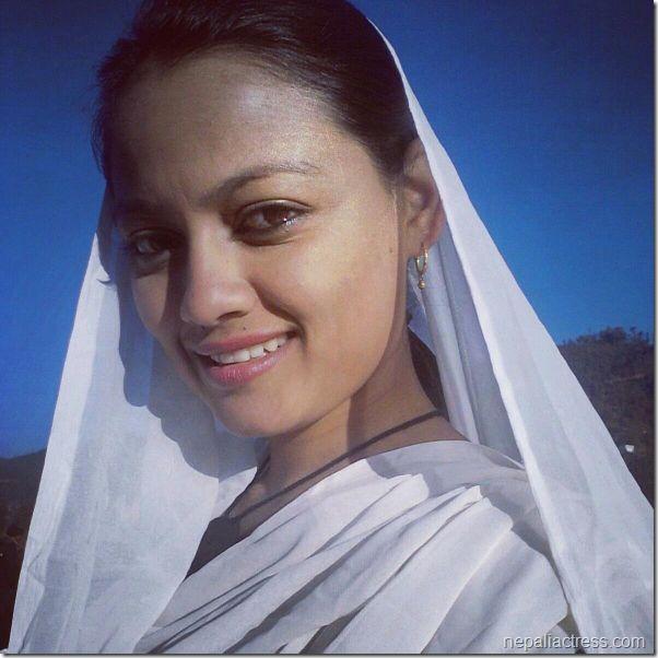 richa sharma_white saree