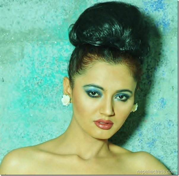 Nepali Heroin Saree Photos: Simple Khanal Biography