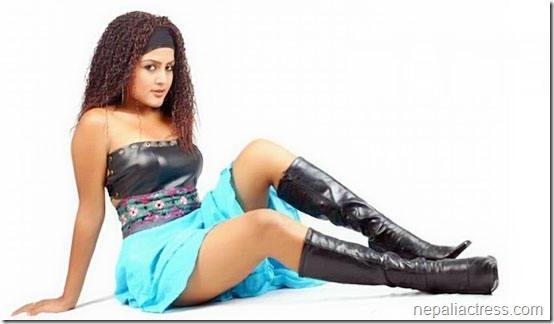 Rekha-Thapa-dekha_hot