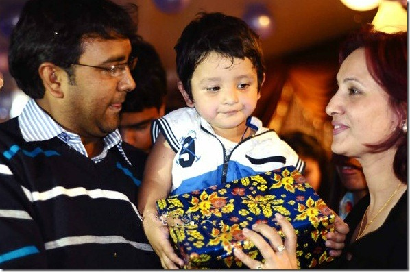bipana thapa with aashutosh and son