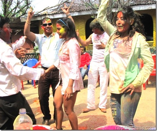 rekh and karishma dance holi 2011