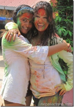 rekha and karishma in holi
