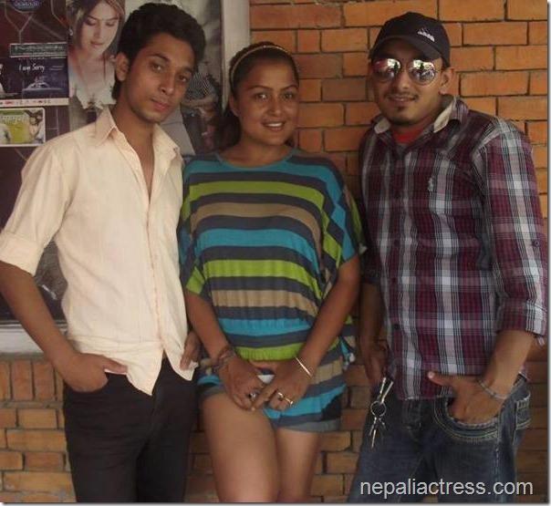 rekha with friends black beauty (1)