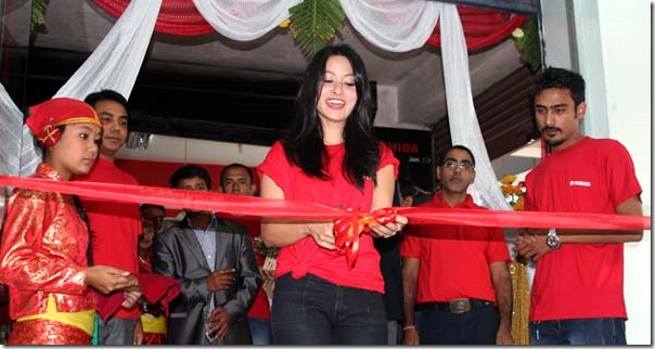 namrata shrestha opened yamaha showroom (1)