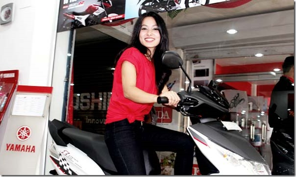 namrata shrestha opened yamaha showroom (2)