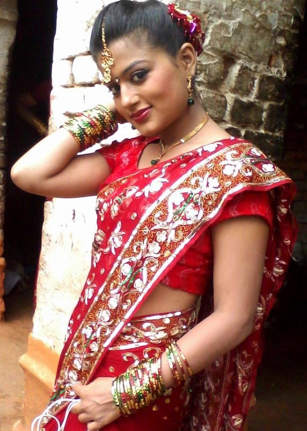 shilpa pokharel red saree hot