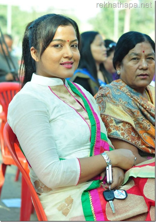 rekha thapa khulla manch with mother