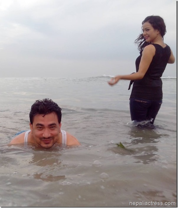 shivam and poojana shrestha mumbai beach