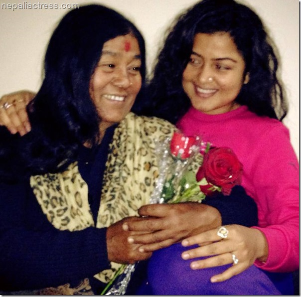 rekha thapa wiht her mother valentine day (3)