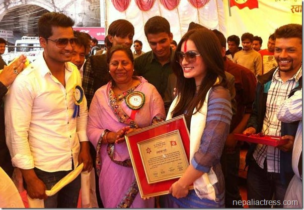 namrata shrestha honored by chitra lekha yadav