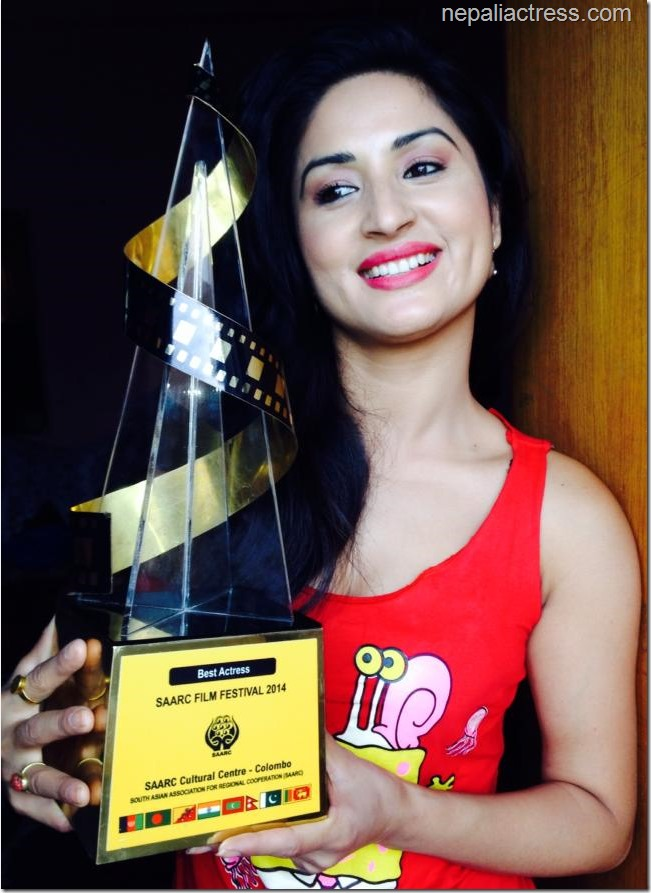 garima pant with best actress award