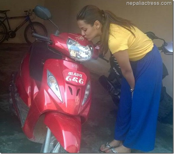 priyanka karki kisses bike (1)