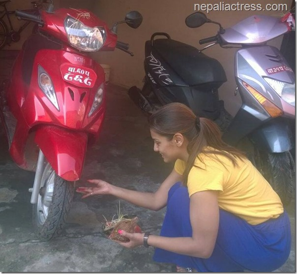 priyanka karki kisses bike (3)