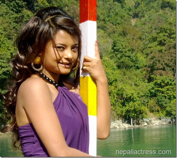 sushma karki simple pose