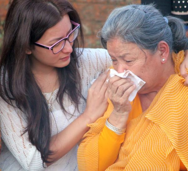 namrata consoling alok mother