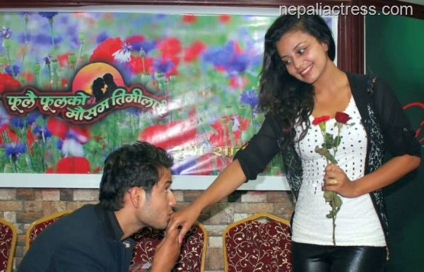 neeta-dhungana-and-Amesh-Bhandari-kiss-red-rose