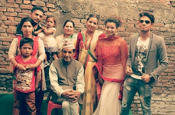 neeta dhungana with her 2 brothers and 3 sisters and father