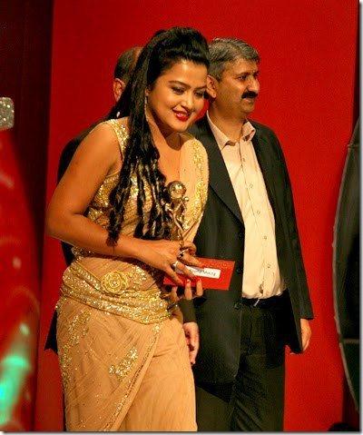 rekha receives award