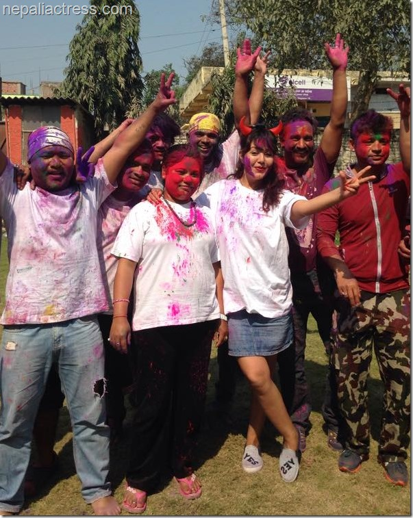 karishma manandhar holi party in terai (4)