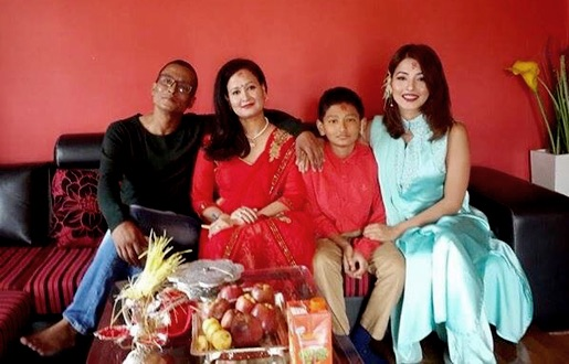 samragyee-rl-shah-dashain-photo-with-her-parents-and-brother