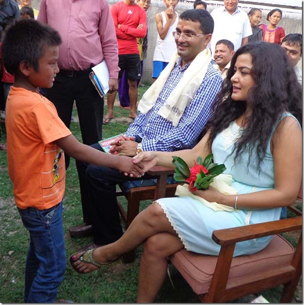 rekha with chepang kids in chitwan (1)