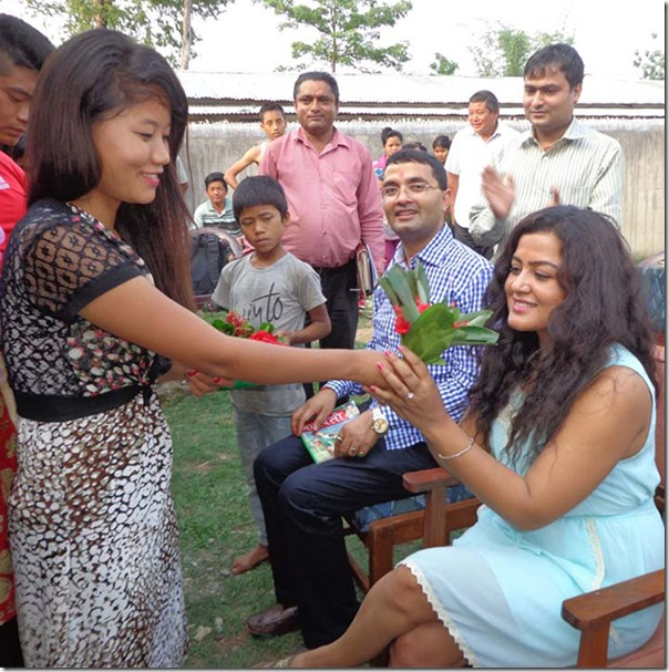 rekha with chepang kids in chitwan (2)