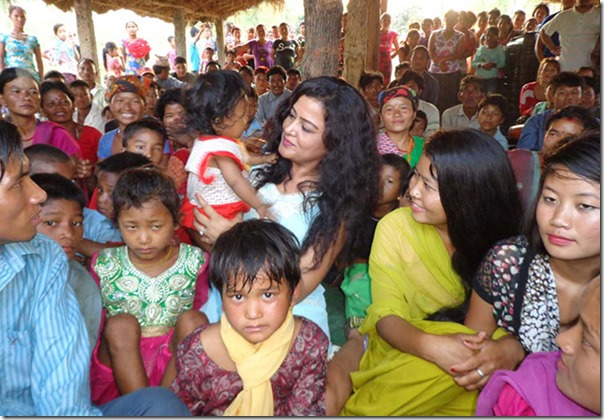 rekha with chepang kids in chitwan (4)