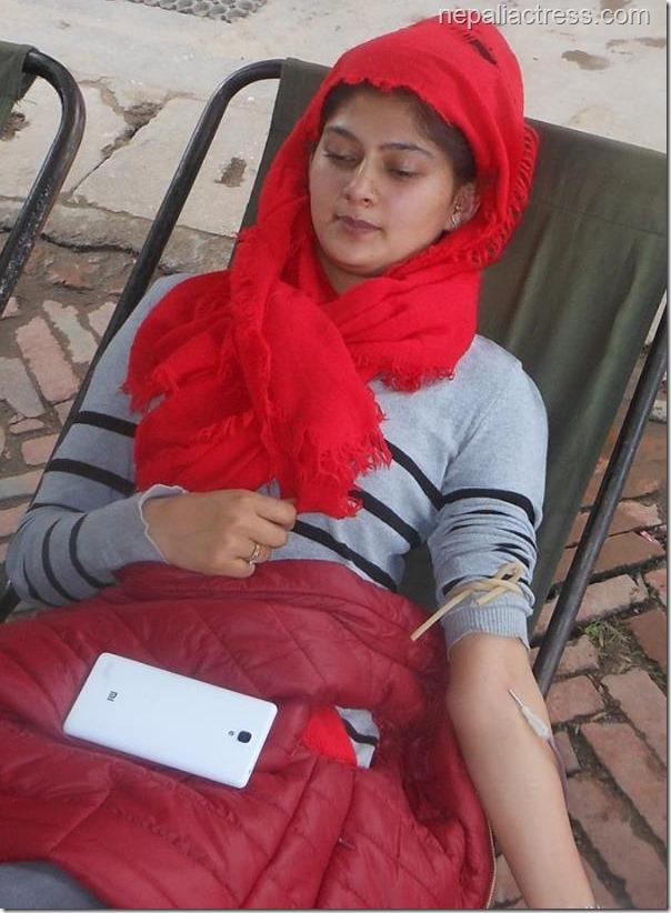 actress anita acharya donate blood