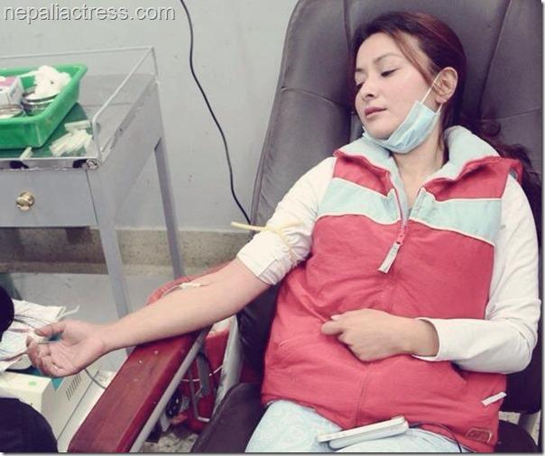 namrata Shrestha donates blood