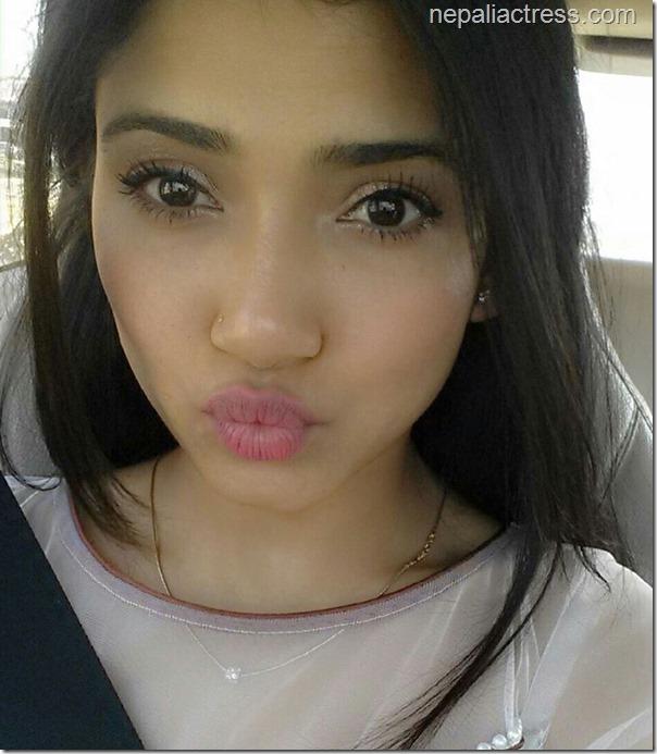 surabhi jain duck face selfie