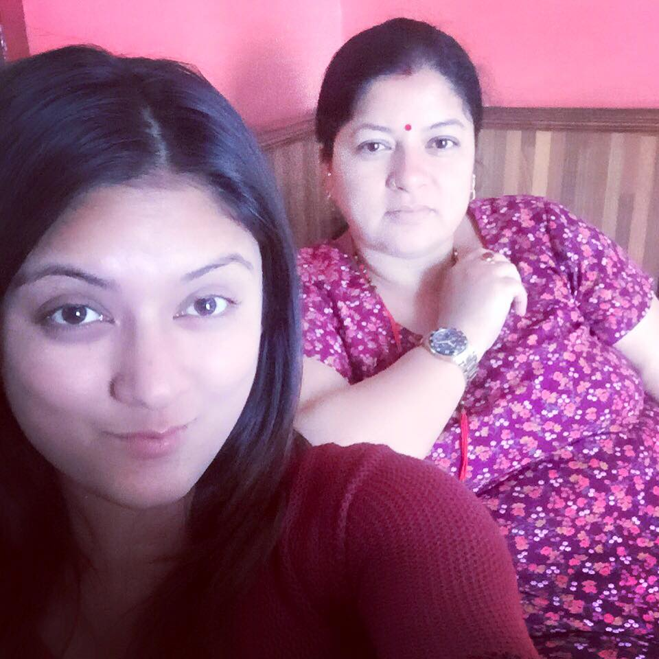 barsha raut with mother