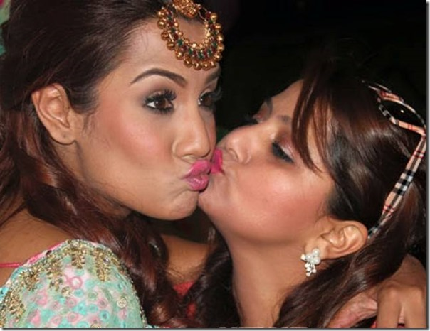 deepa shree niraula and priyanka karki kiss