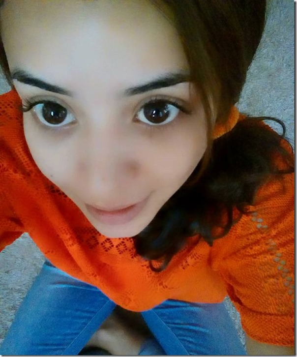 neeta dhungana big eyes selfie