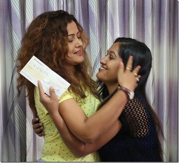 rekha thapa donates to Suntali kunjana Ghimire