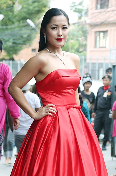 Deeya pun hot photo