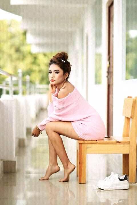 aslesha-thakuri-sexy-looks