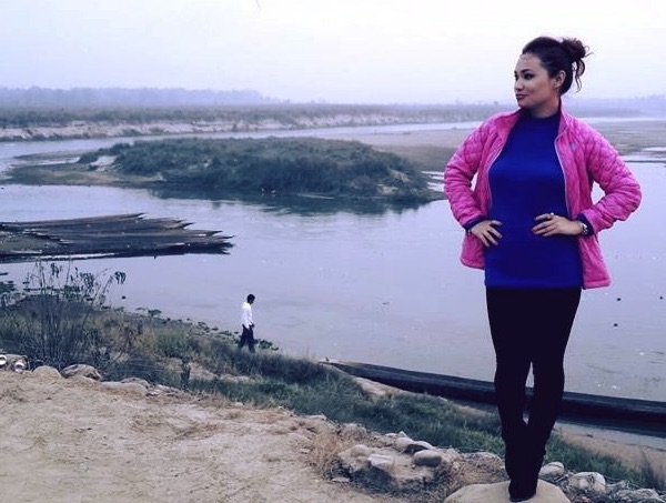 chhulthim-gurung-pose-by-river