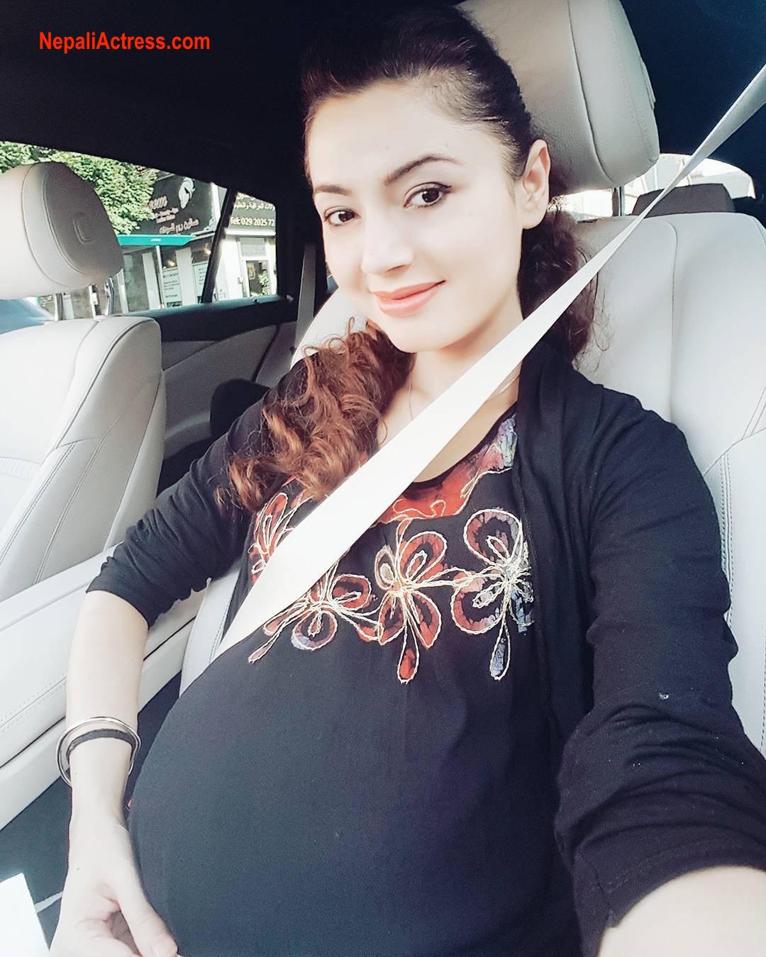simpal-khanal-pregnant