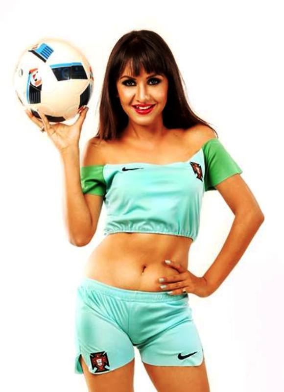benisha-hamal-hot-photo-sky-blue-shorts
