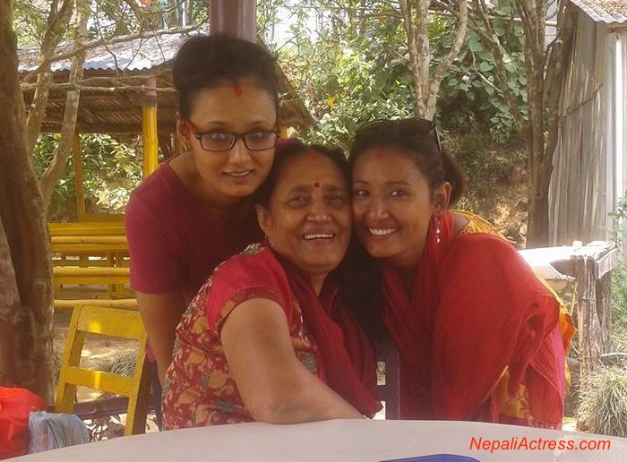 deeya-maskey-with-her-mother-and-sister